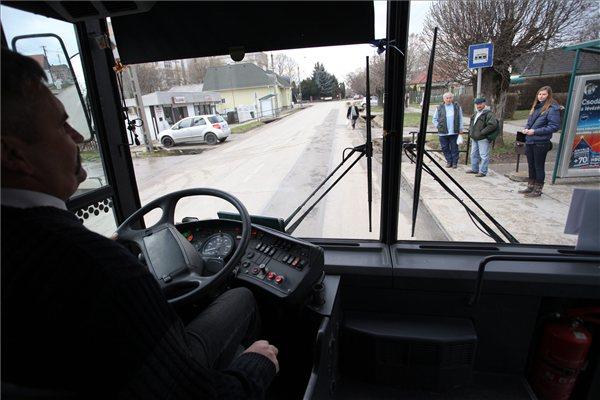 Párbeszéd a buszmegállóban