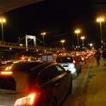 Az Erzsébet híd, amikor tüntetnek