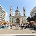 A Szent István Bazilika előtti Szent István téren vár mindenkit egészen vasárnapig Budapesten az idei 28. Szent István Könyvhét