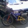 Egy bicikli vajon feltartóztat egy terepjárót?