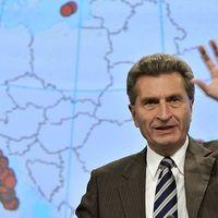 Günther Oettinger magas labdát adott