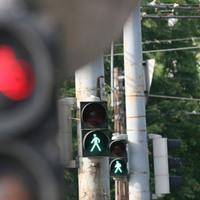 A piros lámpa sem állítja meg a bicikliseket