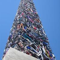 Obeliszk 340 bicikliből és 1 tricikliből