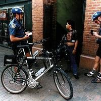 Biciklis rendőrök közvetlenkednek Washingtonban