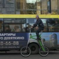 Azonosítatlan transzformerbicikli nagy forgalomban