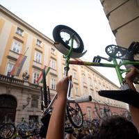 Fasisztázza a Critical Masst a parkolási mozgalom