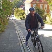Biciklilift a járdába rejtve felhúz a hegyre