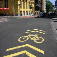 Forradalmian új bringaút, azonnali kopással