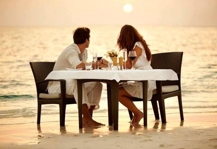 beach-couple-dinner-love-favim_com-1091867.jpg