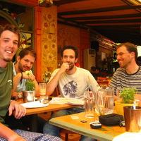 Reggeli teázás Yiannissal és Yorgossal