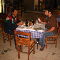 Vacsora Yiannissal, az athéni vendéglátónkkal