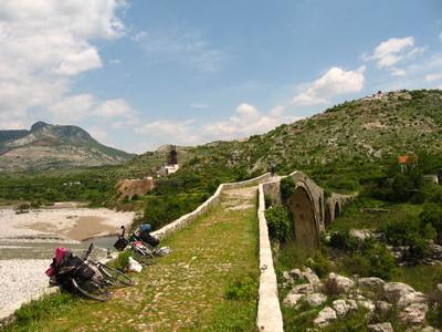 Mesi híd Albánia