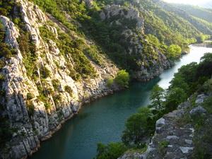 A Mati-folyó völgyében