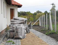 A kertépítés anyagdíja olcsóbb a szakmabelieknél