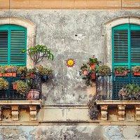 Ötletek tavaszi balkonládákba
