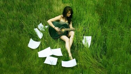 Singer-Grass-Performance-Guitar-Celebrity-1080x1920.jpg