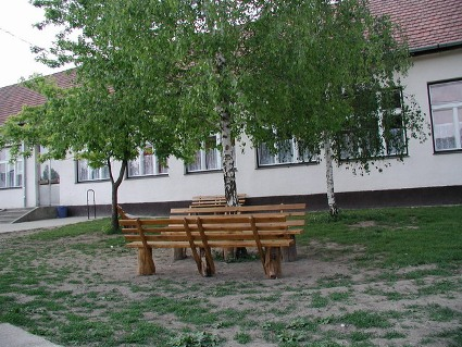 Iskola udvar.JPG