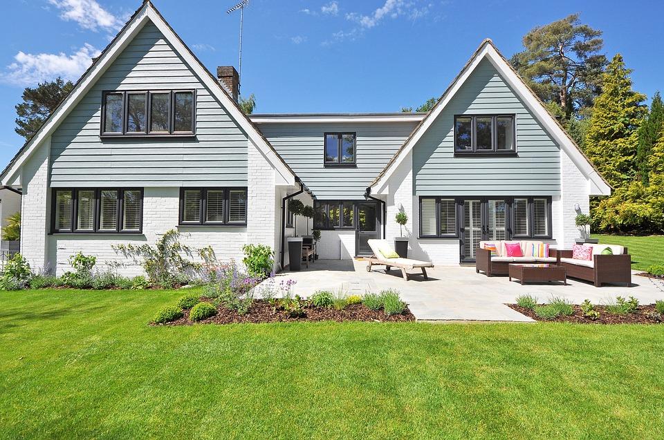 new-england-style-house-2826065_960_720.jpg