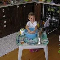 A kétéves süti, a nyolchónapos eszi