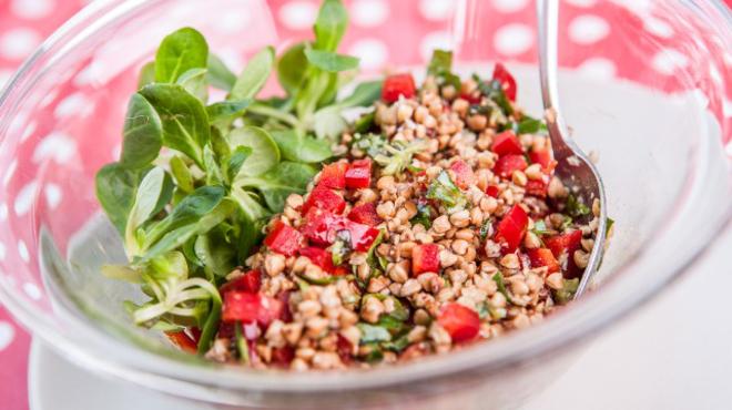 Tökmagolajos hajdina saláta