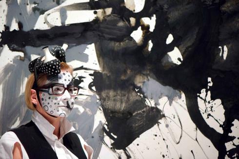 oscar-larion-painter-makeup-artist-influencer-georg-baselitz-inspiration-face-paint-art-kantor-kata-foto-2.jpg