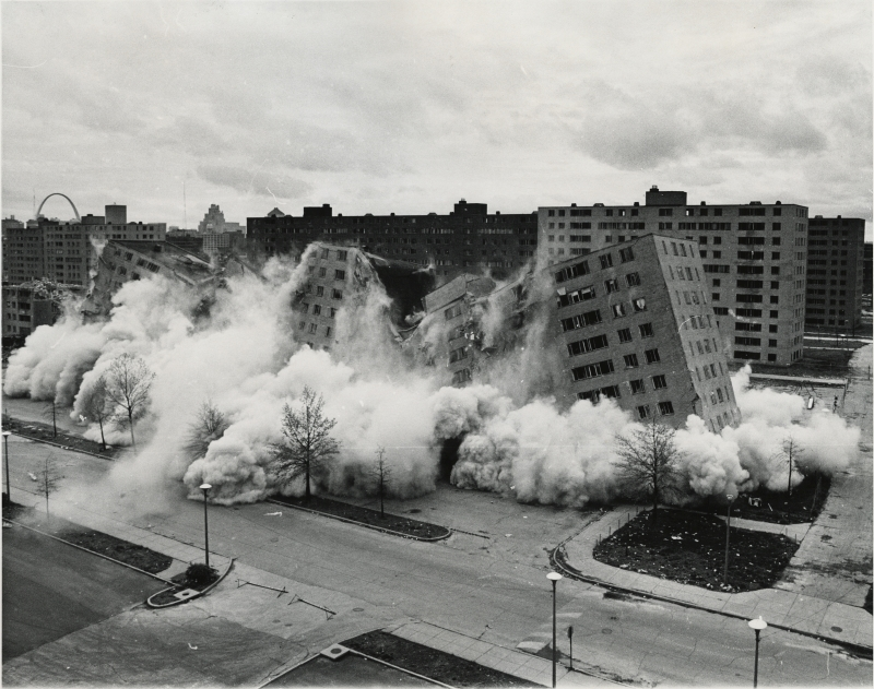 pruitt-igoe-collapses.jpg