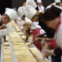 Egy kilométer hosszú sütemény - naná, hogy Guinness-rekord lett belőle
