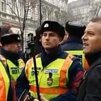 Úgy igazoltatták a tüntető Juhászékat, mint ahogy Kádár rendőrsége tette volna egy szovjet vezető látogatásakor