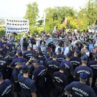 Ha ma 10 percet sem lehet tüntetni Orbán Viktor háza előtt, mi lesz az új gyülekezési törvény után?