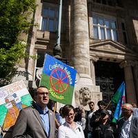 Miért kellett a roma jogvédőknek lehúzni a rolót?