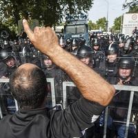 2 év után se tudjuk, miért kellett a TEK-nek véresre vernie menedékkérőket és újságírókat a röszkei csatában