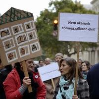 """Önfelmentő hazugság, hogy Magyarországon csak azok élnek az utcán, akik ott """"kívánnak"""" élni"""
