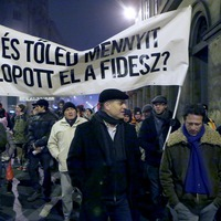 A civileket vagyonnyilatkozatra kötelezné, de a politikusi vagyonnyilatkozatokat nem szigorítaná a Fidesz