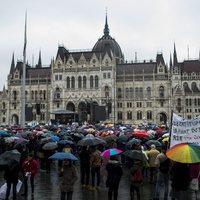 Így ejtik csapdába magukat a tiltakozók, akik tagadják, hogy politizálnának