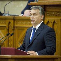 Orbán nem a terroristák, hanem a menekültek ellen háborúzik
