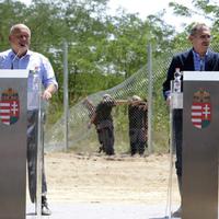 Egy sajtótájékoztató alatt omlott porrá a Fidesz kerítése