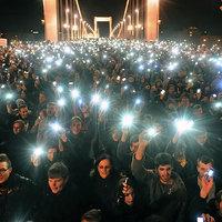 Amikor kimennek az emberek az utcára, elkezd fogyni a Fidesz szavazói tábora