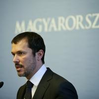 Lényegében mocskos bevándorlózta az angliai magyarokat a kormányszóvivő