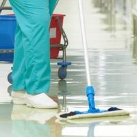 Akikből bűnbakot lehet csinálni - kórházi takarítók az ezer sebből vérző egészségügyi rendszerben
