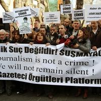 A sajtószabadság vége és a másképp gondolkozók elnyomása Törökországban
