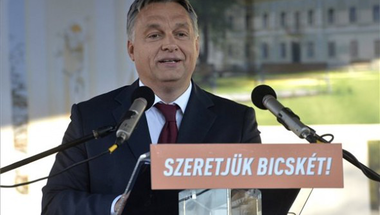 Orbán éneket idézett: ha Jézus Bicskén születik, jobban járt volna