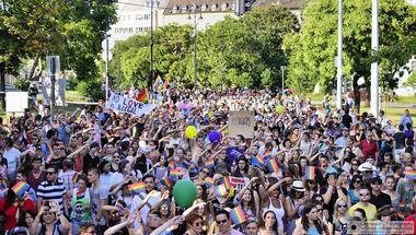 A közmédia akkor is megtalálja a provokátorokat a Pride-on, ha nincsenek