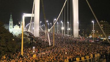 Orbán nem visszavonta, hanem időben eltolta a netadót!