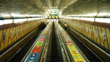 Kitiltaná a babakocsival utazókat és a mozgásukban korlátozott utasokat a metrókból a BKK?