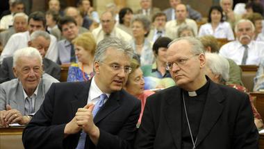 Mráz Attila: Lelkiismeret, cenzúrázva: mit mond az egyházak szabadságáról a menekültellenes népszavazás?