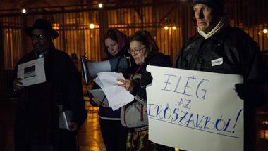 Rendőri brutalitás az Egyesült Államokban és itthon - Lakatosné Jutka az USA budapesti nagykövetsége előtt elmondott beszéde