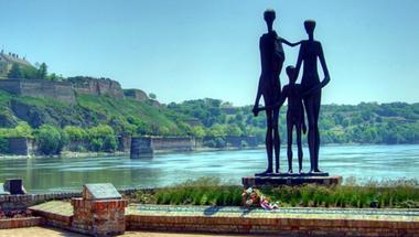 Közülünk és mellőlünk – a holokauszt vajdasági áldozatairól