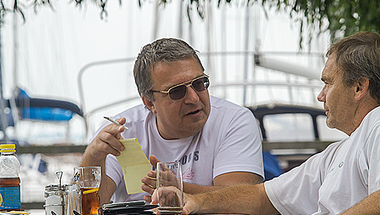 Simicska rákontrázott: Orbán egy ügynök geci