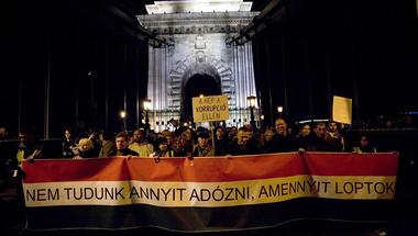 Mindenki megnyugodhat: Végre törvénybe írja a Fidesz, hogy lopni akar