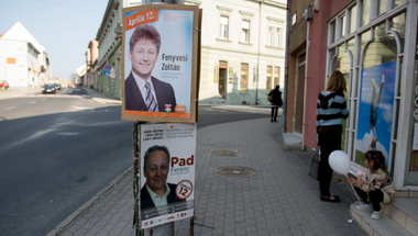 Nyert a Jobbik a tapolcai választáson - Percről perce a háromesélyes időköziről